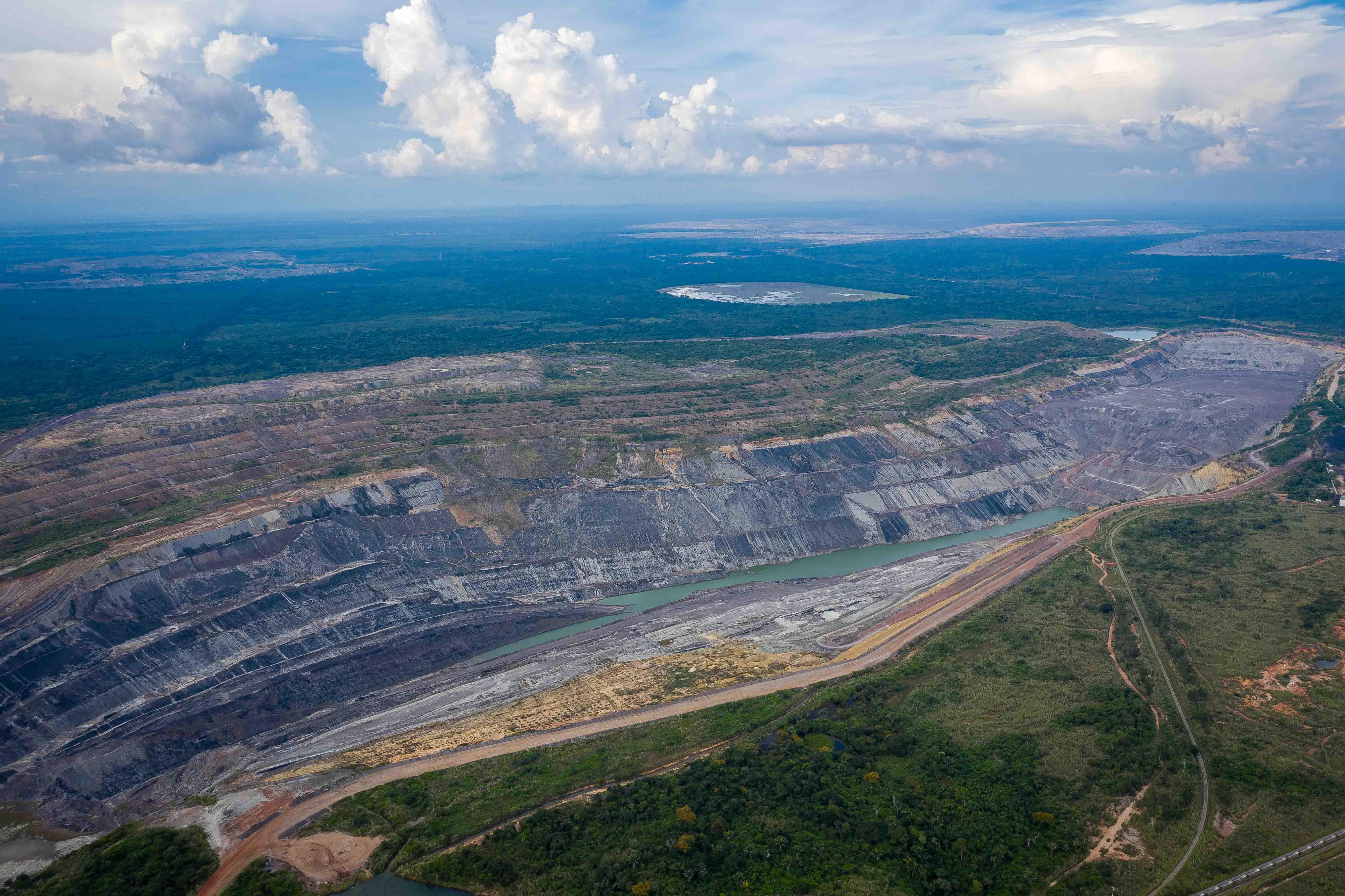 Un reasentamiento embolatado: los incumplimientos de las mineras del carbón en el Cesar