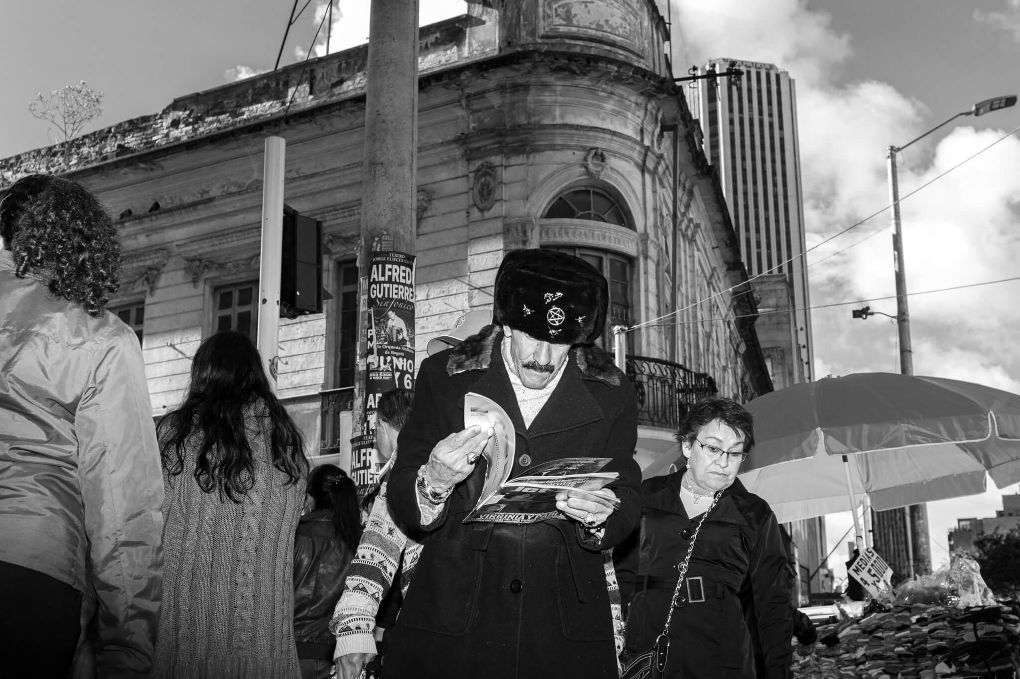 """""""La Luz Opaca"""" y la obsesión por el centro de Bogotá: entrevista a Juan Cristóbal Cobo"""